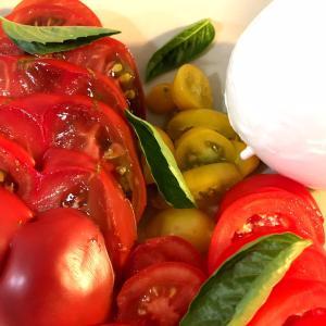 夏の食卓はトマトが主役