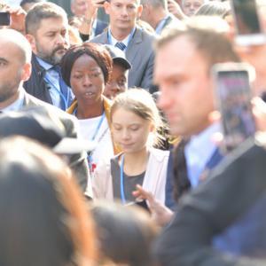 【地球温暖化】グレタさん見ようと大混乱 COP25で大歓声  会場は大混乱に