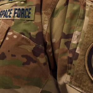 米宇宙軍が軍服を発表、迷彩柄に皮肉や異論も