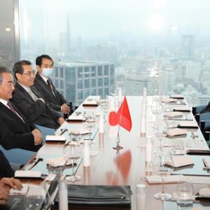 【画像】二階幹事長、中国最高幹部と満面の笑みで会食。「コロナが落ち着いたらさらに交流を拡大する」