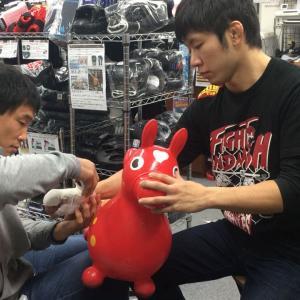 修斗世界フェザー級チャンピオン 二人がご来店!