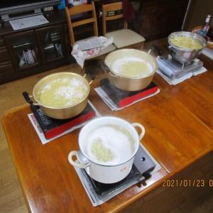 大豆を煮る日です。