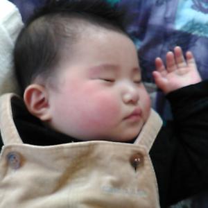 「幼子の寝顔」