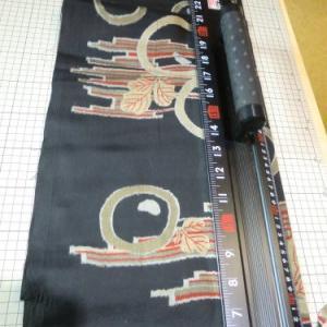 黒経糸に裂き織の緯糸準備