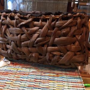 山葡萄蔦+裂き織で、籠バックに・・・。