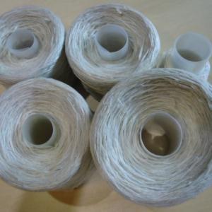 緯糸作り・・着尺用真綿を4本引き揃え