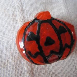 ハロウィン特集♪ 透明オレンジガラスのおばけかぼちゃ帯留め