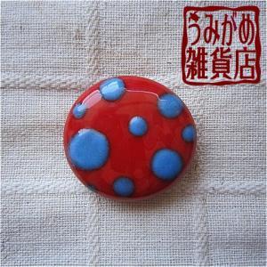 模様の帯留めから♪ 赤に水色水玉の帯留め