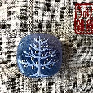 白い木の帯留め(水色&紫)