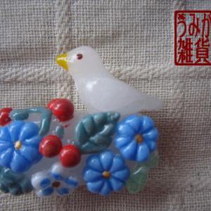 小鳥とお花の帯留め*パート・ド・ヴェール