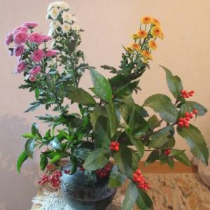 年越し:我が家の庭に咲いた草木の花や果実を家に飾ってお正月の準備をしました。