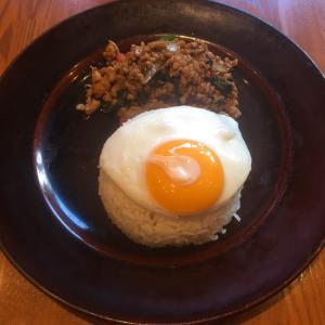 Asian Bistro Dai  鶏肉のガパオ炒めご飯。