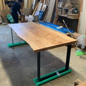 栃の一枚板テーブル!