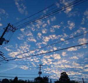 空と雲と電柱と電線と。。。