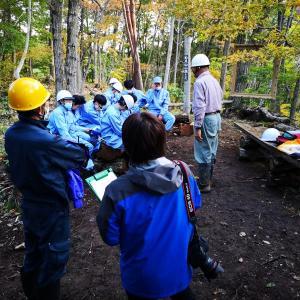 林業を専攻する高校生たち雷神様へ祈る