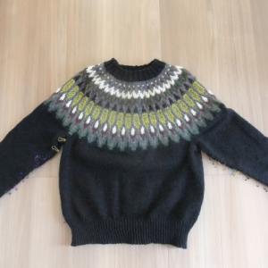 去年作り始めたセーターが完成していました。