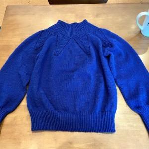 ついに完成したセーター。