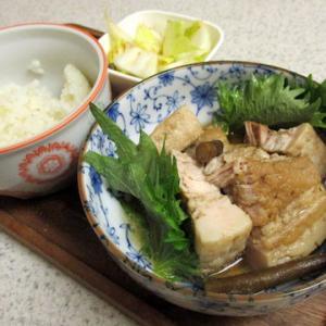 お昼ごはん:作った角煮と白菜。