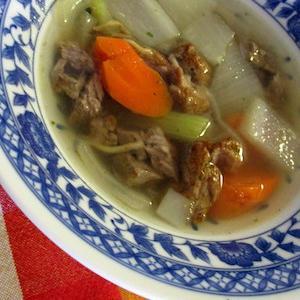 ビーフと香味野菜でスープ。