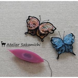 モヘアの毛糸の青い蝶ができました。