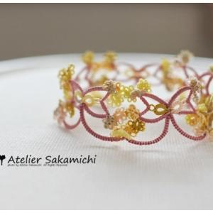 タティング 小花のあふれるリボン形ブレードのブレスレット 完成。
