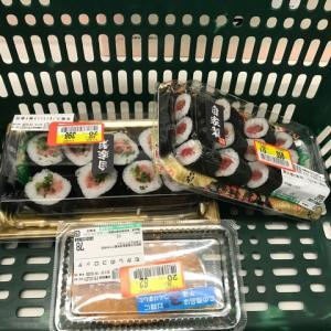 今日の夕食はいつものスーパーの寿司