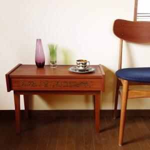 珍しいかも*北欧ヴィンテージの銅板飾りが付いたサイドテーブル