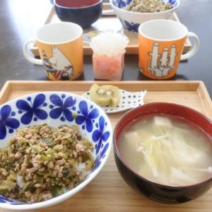 ひき肉とキャベツの甘辛丼の朝ごはん♡と、毎日毎日、、