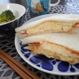 スクランブルエッグサンドの朝ごはん♡と、強風でも、、
