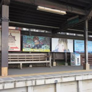 鎌倉高校前駅のホームに湘南DIVEの広告
