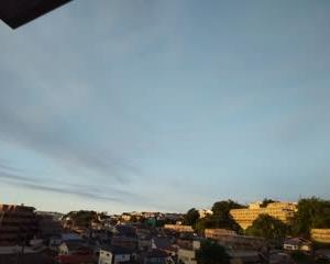 熱帯夜と影薄い「山の日」