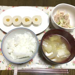 セロリとシーチキンの味噌マヨ胡麻和えと冷凍パスタ