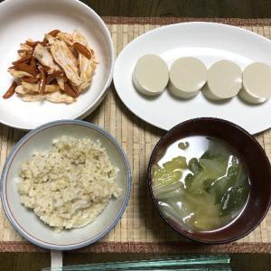 食べるラー油と柿の種と鶏むね肉の和え物