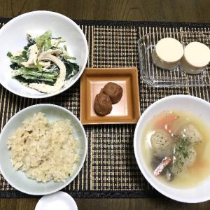 鶏むね肉と小松菜のマヨマスタード和えと鶏出汁スープ