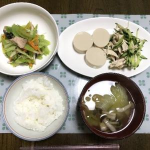 サバの水煮とセロリの辛炒めとゆで鶏の梅肉和え冷奴添え