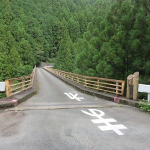 小休戸橋から見えた吊り橋