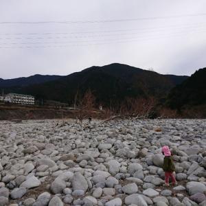 佐久間町 発電所下流の川原で