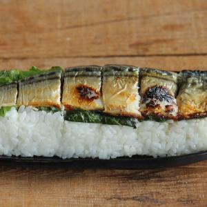 鯖の塩焼きが豪華に見える焼き鯖寿司