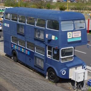 廃車体 AEC ルートマスター(ロンドンバス)