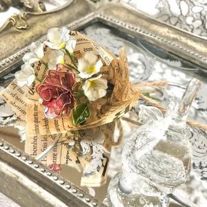 かすみ草と薔薇のミニブーケ