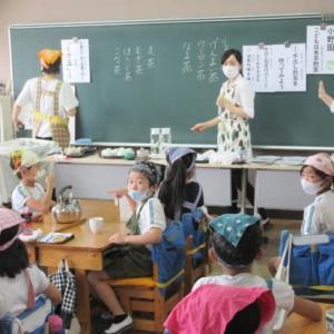8月4日 御殿場南小学校で、日本茶教室
