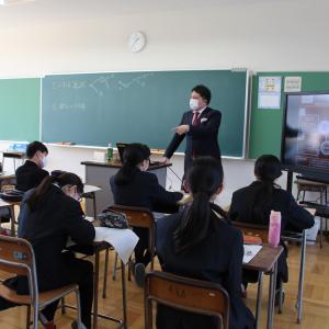 母校の附属中学校での講義風景
