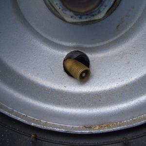 薪割り機のタイヤチューブが破裂した。