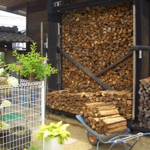 薪を垂直水平に積む良い方法があった!!