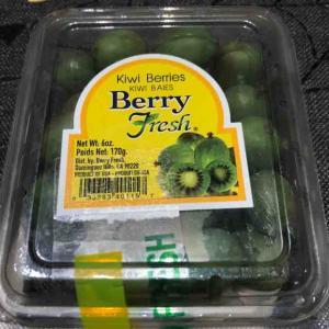 初めて見たフルーツKiwi berryと秋のポップコーン from Trader Joe's♪