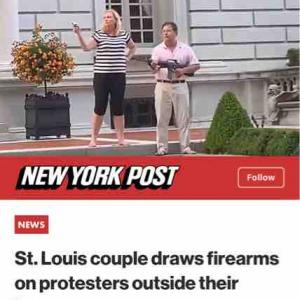 セントルイスのカップル、豪邸の前で裸足でライフルとピストルを持ってプロテストを威嚇するの巻♪