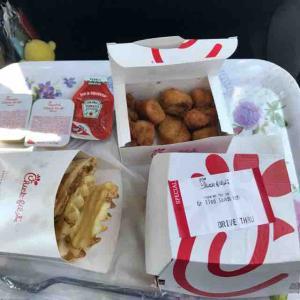 ドライブスルーで買って温かいうちに食すin the car@Chick-fie-A