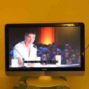 5年前にビンゴでもらったスマートTVより10年前の普通のTVの方がよく映るけど、スマートTVにはAmazon PrimeのFire TV Stickがあった件♪