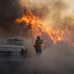 オレンジカウンティ山火事続報。Silverado Fire and Blue Ridge Fireで16万人?避難勧告または強制避難!