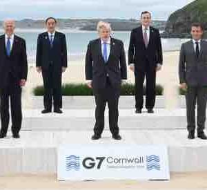 G7サミットのファミリー写真に9人いる理由♪